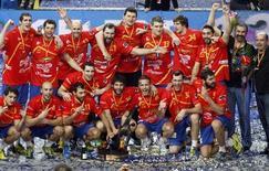 L'Espagne est devenue dimanche championne du monde de handball pour la deuxième fois de son histoire en écrasant en finale à Barcelone les champions d'Europe danois (35-19). /Photo prise le 27 janvier 2013/REUTERS/Gustau Nacarino