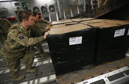Members of the Royal Air Force Air Movement Services push a pallet loaded with French Army rations off a C17 cargo aircraft after delivering it to Bamako, Mali, January 16, 2013. REUTERS/Andrew Winning