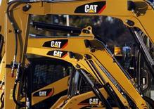 Экскаваторы CAT в штате Массачусетс, 23 января 2013 года. Прибыль Caterpillar Inc, крупнейшего в мире производителя строительного оборудования, снизилась на 55 процентов в четвертом квартале 2012 года из-за слабого спроса со стороны клиентов и списаний, сообщила компания в понедельник. REUTERS/Jessica Rinaldi