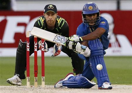 Australia's wicketkeeper Matthew Wade (L) watches Sri Lanka's Jeevan Mendis hits a reverse-sweep shot during the Twenty20 international cricket match at the Melbourne Cricket Ground January 28, 2013. REUTERS/David Gray