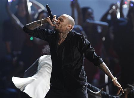 Chris Brown performs ''Everyday Birthday'' at the 40th American Music Awards in Los Angeles, California, November 18, 2012. REUTERS/Danny Moloshok