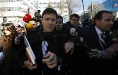 "Spanish doctor Eufemiano Fuentes (front C) is surrounded by media as he leaves a courthouse on the first day of the high-profile Operacion Puerto doping trial in Madrid, January 28, 2013. The trial of Fuentes and others accused for their involvement in a doping ring in professional cycling began on Monday, nearly seven years after Spanish police seized anabolic steroids, transfusion equipment and blood bags as part of a probe code-named ""Operation Puerto"". REUTERS/Sergio Perez"