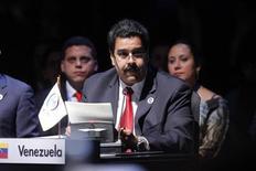 El vicepresidente de Venezuela, Nicolás Maduro, lee una carta enviada por el mandatario Hugo Chávez durante la cumbre de líderes de la Comunidad de Estados Latinoamericanos y Caribeños (CELAC) en Santiago, ene 28 2013. El convaleciente presidente venezolano, Hugo Chávez, hizo el lunes sentir su presencia en un cumbre de un grupo de naciones latinoamericanas con una carta llena de referencias literarias en la que hizo un llamado a la unidad regional. Imagen para uso no comercial, ni ventas, ni archivos. Solo para uso editorial. No para su venta en marketing o campañas publicitarias. Esta imagen fue entregada por un tercero y es distribuida, exactamente como fue recibida por Reuters, como un servicio para clientes.