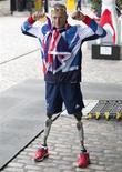 El próximo mes de marzo va a comenzar una serie internacional de competiciones de atletismo para deportistas discapacitados, informó el lunes el Comité Paralímpico Internacional. Imagen de archivo del atleta paralímpico británico Richard Whitehead posando para los fotógrafos al llegar a la recepción para los deportistas olímpicos y paralímpicos británicos celebrada en Londres el 10 de septiembre pasado. REUTERS/Neil Hall