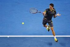 Le Français Gilles Simon est passé du 16e au 14e rang du classement mondial de l'ATP, dont le Top 3 est resté inchangé: Novak Djokovic, Roger Federer et Andy Murray. /Photo prise le 19 janvier 2013/REUTERS/Toby Melville