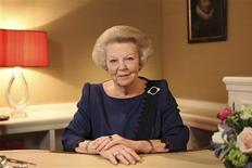 La reine Beatrix des Pays-Bas, qui aura 75 ans jeudi prochain, a annoncé lundi soir lors d'une allocution télévisée son abdication en faveur de son fils le prince Willem-Alexander, 45 ans. Ce dernier deviendra officiellement le nouveau souverain des Pays-Bas, le sixième monarque de la maison d'Orange, le 30 avril prochain. /Photo prise le 28 janvier 2013/REUTERS/RVD