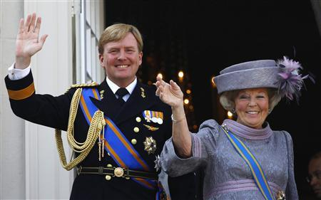 Netherlands' Queen Beatrix (R) and her son Crown Prince Willem-Alexander are seen waving to well-wishers from the balcony of the Royal Noordeinde Palace after opening the new parliamentary year in The Hague on this April 15, 2011 file photo. REUTERS/Jerry Lampen/Files (NETHERLANDS - Tags: ROYALS POLITICS)