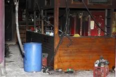 Los restos quemados del bar de la discoteca Kiss en Santa María, Brasil, ene 28 2013. Conmocionados por un incendio que causó la muerte de 231 personas en una discoteca, los brasileños se cuestionan si los reglamentos, estándares de seguridad y el nivel de modernización del país están a la altura de sus ambiciones primermundistas. REUTERS/Edison Vara