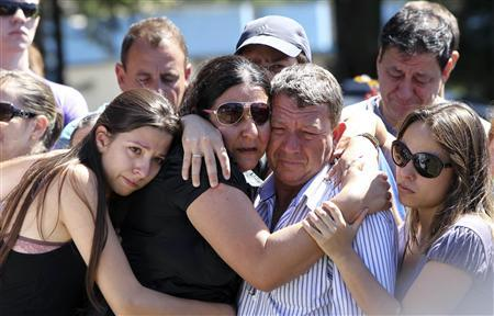 Relatives of Carlos Alexandre Machado, one of the victims of a fire at Boate Kiss nightclub, mourn during his funeral in the southern city of Santa Maria, 187 miles (301 km) west of the state capital Porto Alegre, January 28, 2013. REUTERS/Edison Vara
