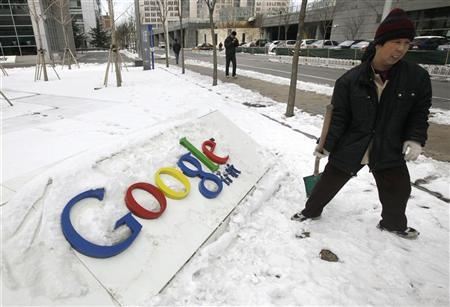 A worker stands next to the Google company logo in front of its China headquarters building in Beijing March 15, 2010. REUTERS/Jason Lee/Files