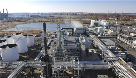 Hess Corporation Port Reading refinery and terminal are pictured in this undated handout photo obtained by Reuters January 28, 2013. The oil and gas producer said January 28, 2013 its plans to sell 20 oil storage terminals and close its money-losing Port Reading refinery in New Jersey will free up $1 billion of capital. REUTERS/Hess Corporation/Handout