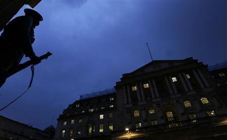 A general view shows the Bank of England (R) in the city of London November 26, 2012. REUTERS/Olivia Harris