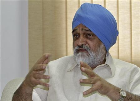 Deputy Chairman of Planning Commission Montek Singh Ahluwalia speaks during an interview with Reuters in New Delhi July 30, 2012. REUTERS/B Mathur/Files