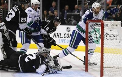 Never-say-die Kings rally to haunt Canucks again