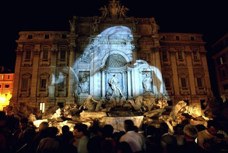 An image of Swedish actress Anita Ekberg, protagonist of Federico Fellini's movie ''La Dolce Vita'', is projected onto the Trevi Fountain in Rome in this September 27, 2003 file photo. REUTERS/Max Rossi/Files