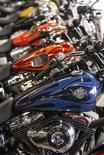 Мотоциклы Harley-Davidson в городе Фредерик, Мэриленд 23 октября 2012 года. Чистая прибыль Harley-Davidson Inc в четвертом квартале 2012 года оказалась несколько ниже оценок Уолл-стрит на фоне сокращения объемов поставок. REUTERS/Gary Cameron
