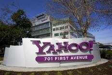 Yahoo, à suivre sur les marchés américains, a annoncé lundi soir un chiffre d'affaires et un bénéfice ajusté supérieurs aux attentes pour le quatrième trimestre, tout en disant également attendre une hausse de ses ventes annuelles cette année. /Photo d'archives/REUTERS/Kimberly White