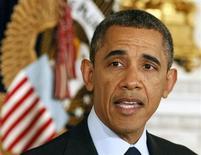 Presidente norte-americano Barack Obama discurda na Casa Branca, em Washington. Obama vai retomar cautelosamente na terça-feira o debate sobre a reforma imigratória, buscando um consenso bipartidário em torno de um plano que permita conceder cidadania a 11 milhões de estrangeiros que hoje vivem clandestinamente no país. 24/01/2013 REUTERS/Larry Downing