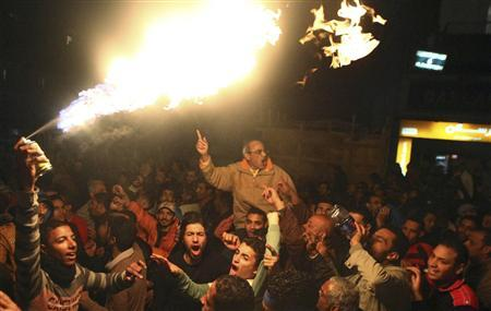 Protesters opposing Egyptian President Mohamed Mursi march despite a nighttime curfew in the city of Suez January 28, 2013. REUTERS/Stringer