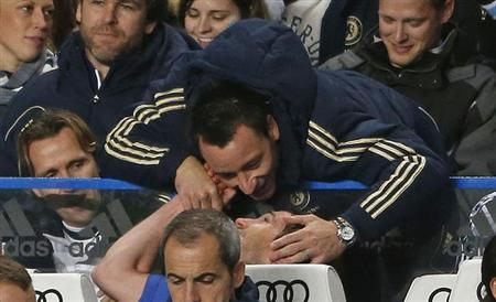 Chelsea's John Terry (top) congratulates Frank Lampard after he was substituted during their English Premier League soccer against Aston Villa at Stamford Bridge in London December 23, 2012. REUTERS/Eddie Keogh