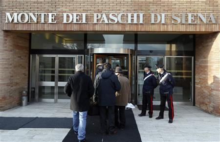 People arrive at Banca Monte dei Paschi in Siena, January 25, 2013. REUTERS/Stefano Rellandini