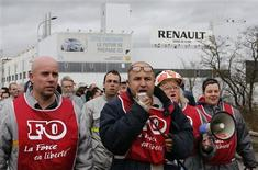 Employees of French car maker Renault demonstrate against the company's new labour deal in front of the Renault car factory in Flins, near Paris, January 29, 2013. The carmaker was aiming to cut 7,500 jobs in France by 2016 to help boost competitiveness as the slump in its domestic and European markets shows no sign of easing. REUTERS/Christian Hartmann