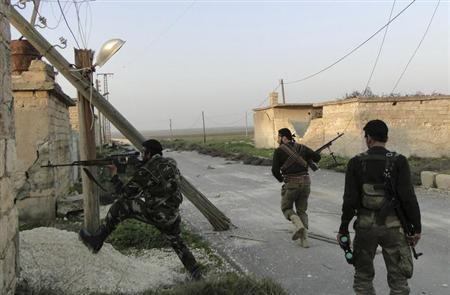 A Free Syrian Army fighter points his weapon to monitor forces loyal to Syria's President Bashar al-Assad at the Menagh military airport, in Aleppo's countryside January 25, 2013. REUTERS/Mahmoud Hassano