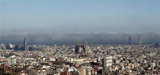 Vue de Barcelone. La Catalogne a officiellement sollicité une aide de 9,1 milliards d'euros pour 2013 auprès du fonds de liquidité du gouvernement central. /Photo prise le 16 mars 2012/REUTERS/Albert Gea