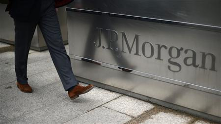 A man walks into the JP Morgan headquarters at Canary Wharf in London in this May 11, 2012 file photo. REUTERS/Dylan Martinez/Files