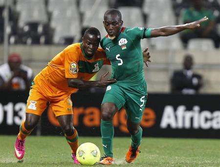 Zambia's Isaac Chansa (L) tackles Burkina Faso's Mohamed Koffi during their African Nations Cup (AFCON 2013) Group C soccer match in Nelspruit, January 29, 2013. REUTERS/Thomas Mukoya