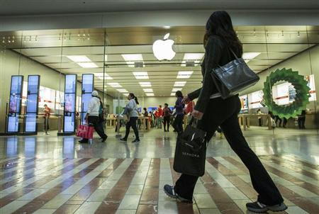 People walk past the Apple Store while shopping at the Los Cerreitos Center mall on Black Friday in Cerritos, California, November 23, 2012. REUTERS/Bret Hartman/Files
