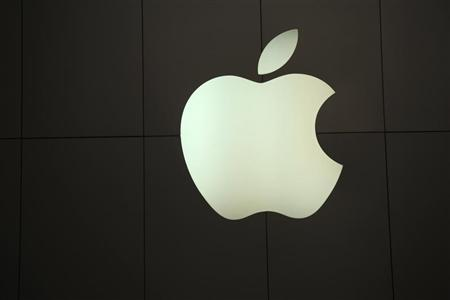 The Apple logo is pictured at the company's flagship retail store in San Francisco, California January 23, 2013. REUTERS/Robert Galbraith