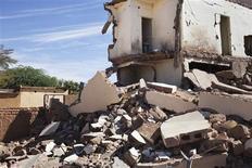 Las tropas francesas han tomado el control del aeropuerto en la ciudad de Kidal, el último bastión rebelde del norte de Mali, dijeron el ejército francés y un responsable local el miércoles a Reuters. En la imagen, un hotel destrozado en la localidad de Duentza, en Mali, el 29 de enero de 2013. REUTERS/Joe Penney