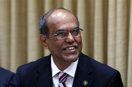 Reserve Bank of India (RBI) Governor Duvvuri Subbarao smiles after arriving for a quarterly interest rate review briefing at the RBI headquarters in Mumbai January 29, 2013. REUTERS/Vivek Prakash