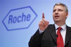 Severin Schwan, directeur général de Roche. Le groupe pharmaceutique bâlois, qui affiche un bénéfice annuel en hausse de 11%, escompte une nouvelle progression en 2013, supérieure à celle de ses ventes. /Photo prise le 30 janvier 2013/REUTERS/Michael Buholzer