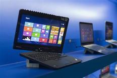 Le chinois Lenovo, en passe de devenir le premier fabricant mondial d'ordinateurs personnels, publie un bénéfice record au troisième trimestre, en hausse d'un tiers par rapport à l'année précédente, grâce notamment au lancement de smartphones. /Photo prise le 7 janvier 2013/REUTERS/Steve Marcus
