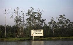 A warning sign belonging to the company Royal Dutch Shell is seen along the Nembe creek in Nigeria's oil state of Bayelsa December 2, 2012. REUTERS/Akintunde Akinleye