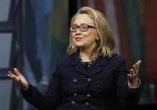 """Secretária de Estado dos EUA, Hillary Clinton, participa de entrevista Townterview no museu Newseum, em Washington. Hillary rejeitou os rumores de que poderia ser candidata a presidente em 2016, ao dizer que só pensa agora em """"pular fora da pista rápida"""" em que tem estado. 29/01/2013 REUTERS/Gary Cameron"""