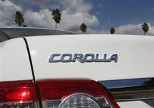 Toyota Corolla é visto em Los Angeles, em outubro de 2012. A Toyota Motor anunciou que fará recall de 1,1 milhão de veículos em todo o mundo, incluindo 752 mil modelos Corolla e Corolla Matrix nos Estados Unidos para consertar os airbags. 10/10/2012 REUTERS/Lucy Nicholson