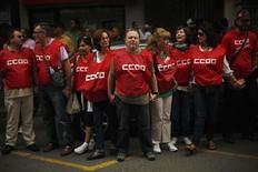 El sindicato español Comisiones Obreras (CCOO) dijo el miércoles que los Expedientes de Regulación de Empleo (ERE) entre enero y noviembre del año pasado se incrementaron un 66 por ciento hasta los 29.958 casos. En esta imagen de archivo, miembros de Comisiones Obreras (CCOO) en una protesta contra medidas de austeridad en Málaga, el 7 de octubre de 2012. REUTERS/Jon Nazca