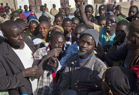 A man accused of having collaborated with al Qaeda-linked Islamists is surrounded by residents in front of the Islamic police office in Timbuktu January 29, 2013. French troops have taken control of the airport in the northern Malian town of Kidal, the last rebel stronghold in the north, the French army and a local official told Reuters on Wednesday. Kidal would be the last of northern Mali's major towns to be retaken by French forces after they reached Gao and Timbuktu earlier this week in a campaign to drive al Qaeda-linked Islamists from Mali's north, which it has said had become a safe haven for extremists. Picture taken January 29, 2013. REUTERS/Francois Rihouay