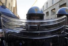 Una immagine di archivio di poliziotti REUTERS/Remo Casilli