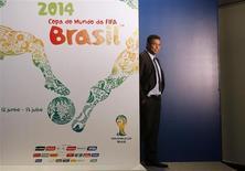 O ex-atacante brasileiro e membro do comitê de organização da Copa do Mundo de 2014 Ronaldo caçoa durante o lançamento do pôster da Copa de 2014 no Rio de Janeiro. 30/01/2013 REUTERS/Sérgio Moraes