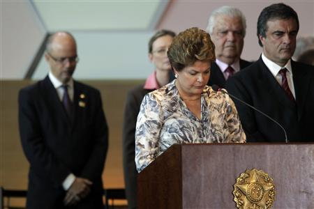 Brazil's President Dilma Rousseff asks for a minute of silence in honor of the victims of the tragedy at The Boate Kiss nightclub in Santa Maria, in Rio Grande do Sul, January 28, 2013, during a national meeting with new mayors in Brasilia. REUTERS/Ueslei Marcelino (BRAZIL - Tags: POLITICS DISASTER) - RTR3D3MC