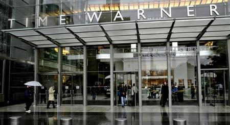 People walk in front of the Time Warner Inc. headquarters building in New York in this October 13, 2005 file photograph. REUTERS/Files