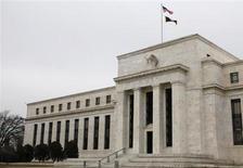 Здание ФРС США в Вашингтоне 26 января 2010 года. Федеральная резервная система США оставила неизменной программу скупки облигаций на $85 миллиардов в месяц, отметив приостановку роста экономики, но выразив надежду, что это лишь временное явление. REUTERS/Jason Reed