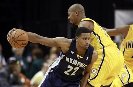 Memphis Grizzlies forward Rudy Gay drives against Indiana Pacers forward David West during the fourth quarter of their NBA basketball game in Indianapolis, Indiana December 31, 2012. REUTERS/Brent Smith