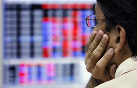 A trader looks at a screen at a stock brokerage firm in Mumbai March 7, 2008. REUTERS/Arko Datta/Files