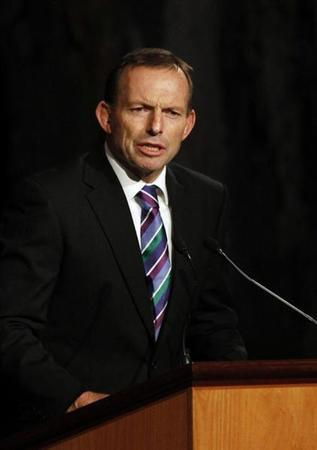 Australian opposition leader Tony Abbott speaks during a dinner for U.S. President Barack Obama at Parliament House in Canberra, November 16, 2011. REUTERS/Jason Reed