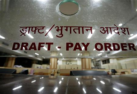 A bank counter is seen in Mumbai January 25, 2008. REUTERS/Punit Paranjpe/Files